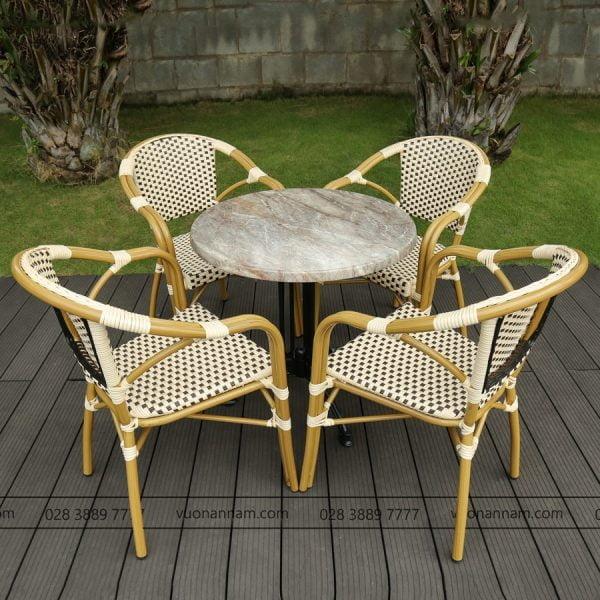 Bàn ghế ngoài trời chống mưa nắng